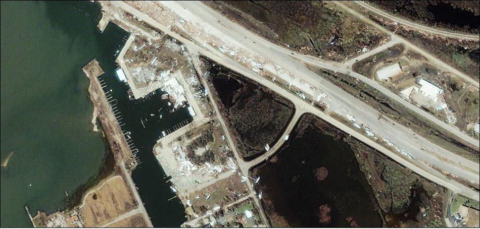 2. После удара урагана Айк в Техасе.