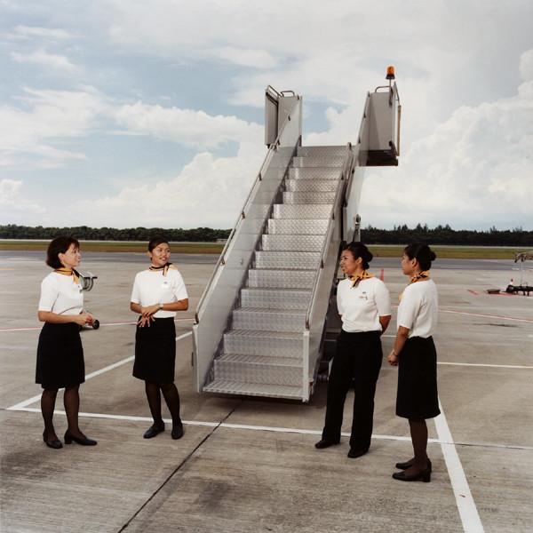 Стюардесс всегда было больше, чем стюардов. Но девочек иногда не берут на рейс. Например, если везут