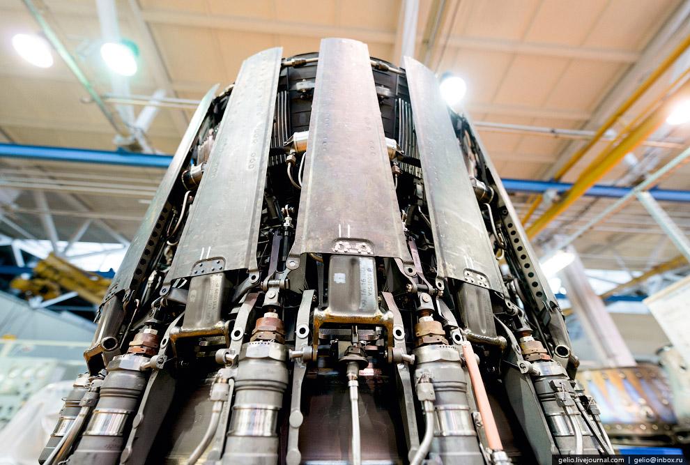 44. В сборочном цехе имеется участок, где выставлены эталонные образцы двигателей, которые изго