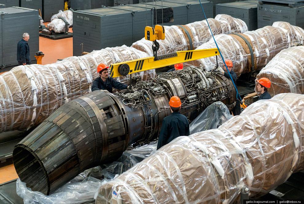 51. Двигатели помещаются в спроектированную для них специальную тару, которая маркирована в зав
