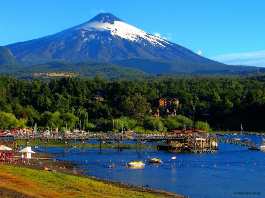 Далеко запределами своей страны Пукон получил известность «столицы активного туризма Чили». Свою по