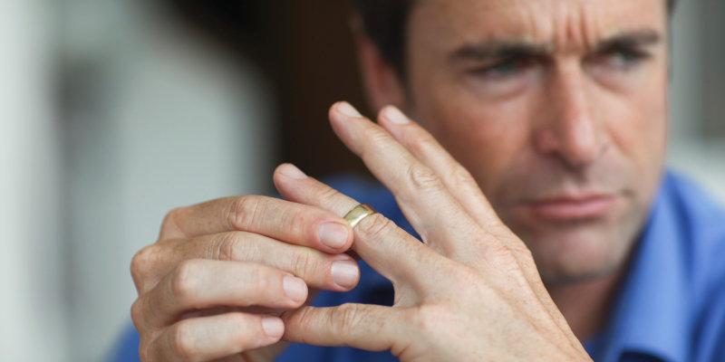 20 признаний, которые делает мужчина после развода (1 фото)