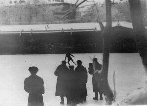 Выступление фигуриста на катке в Юсуповом саду.