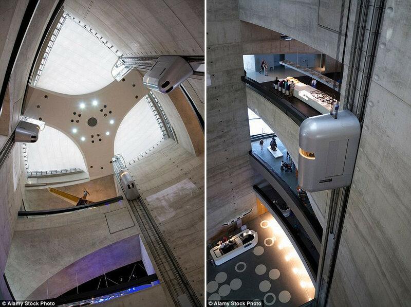 Лифты в Музее Mercedes-Benz в Штутгарте, Германия.