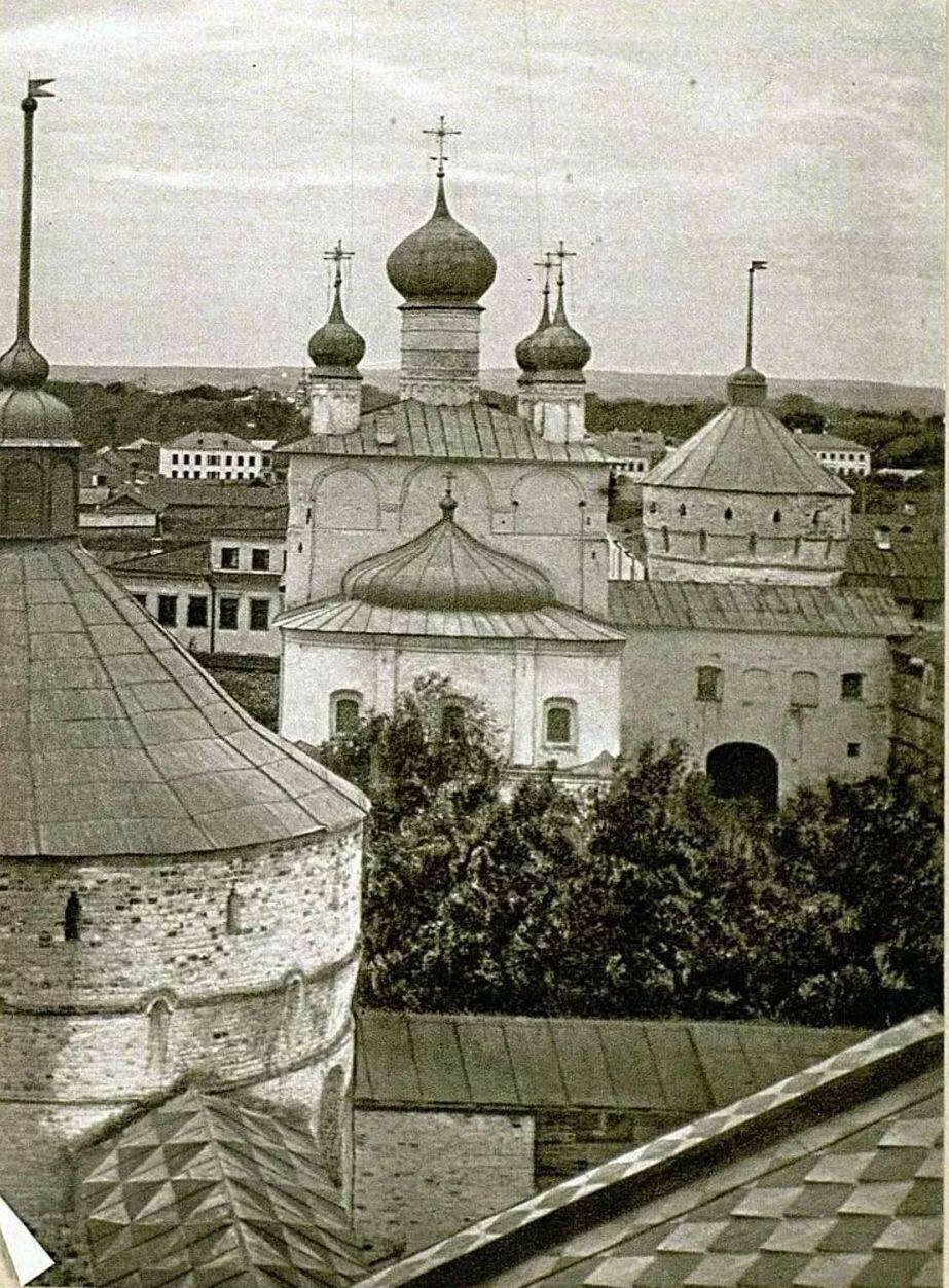 Церковь Григория Богослова 1670 года. Вид с вышки Садовой палаты