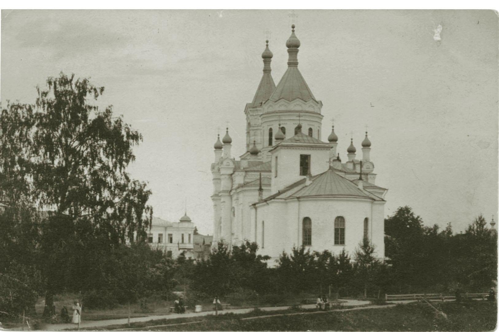 Городской сад. Ансамбль Екатерининской церкви и Воскресенского собора