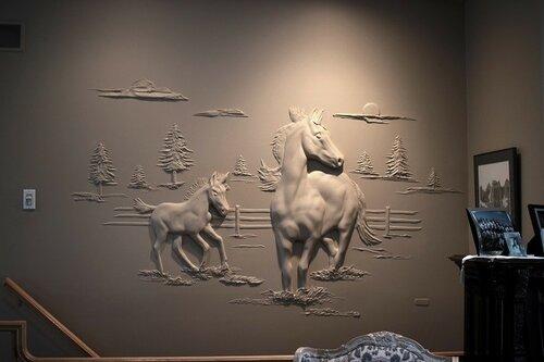 Рельефные рисунки на стенах