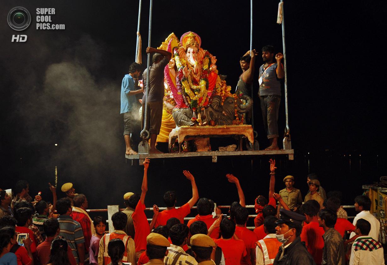 Чествование идола с головой слона
