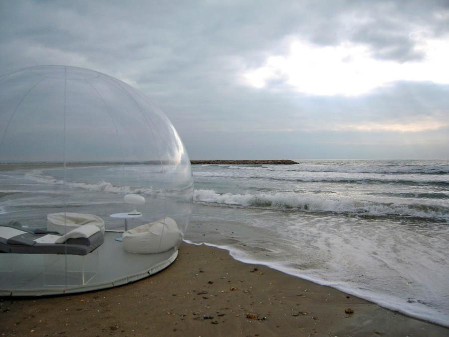 Оригинальная надувная палатка, которую можно установить практически везде.