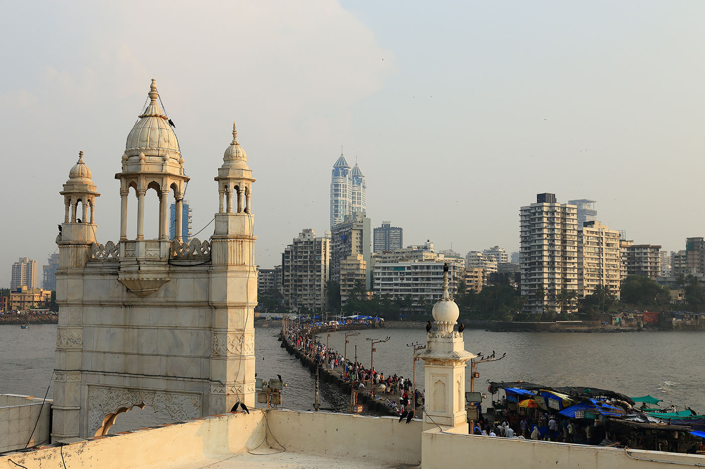 Фотография №29. Еще раз дамба, соединяющая остров с мечетью Хаджи Али в Мумбаи. Отзывы туристов о путешествии по Индии самостоятельно (24-70, 1/250, 0eV, f9, 41 mm, ISO 100)