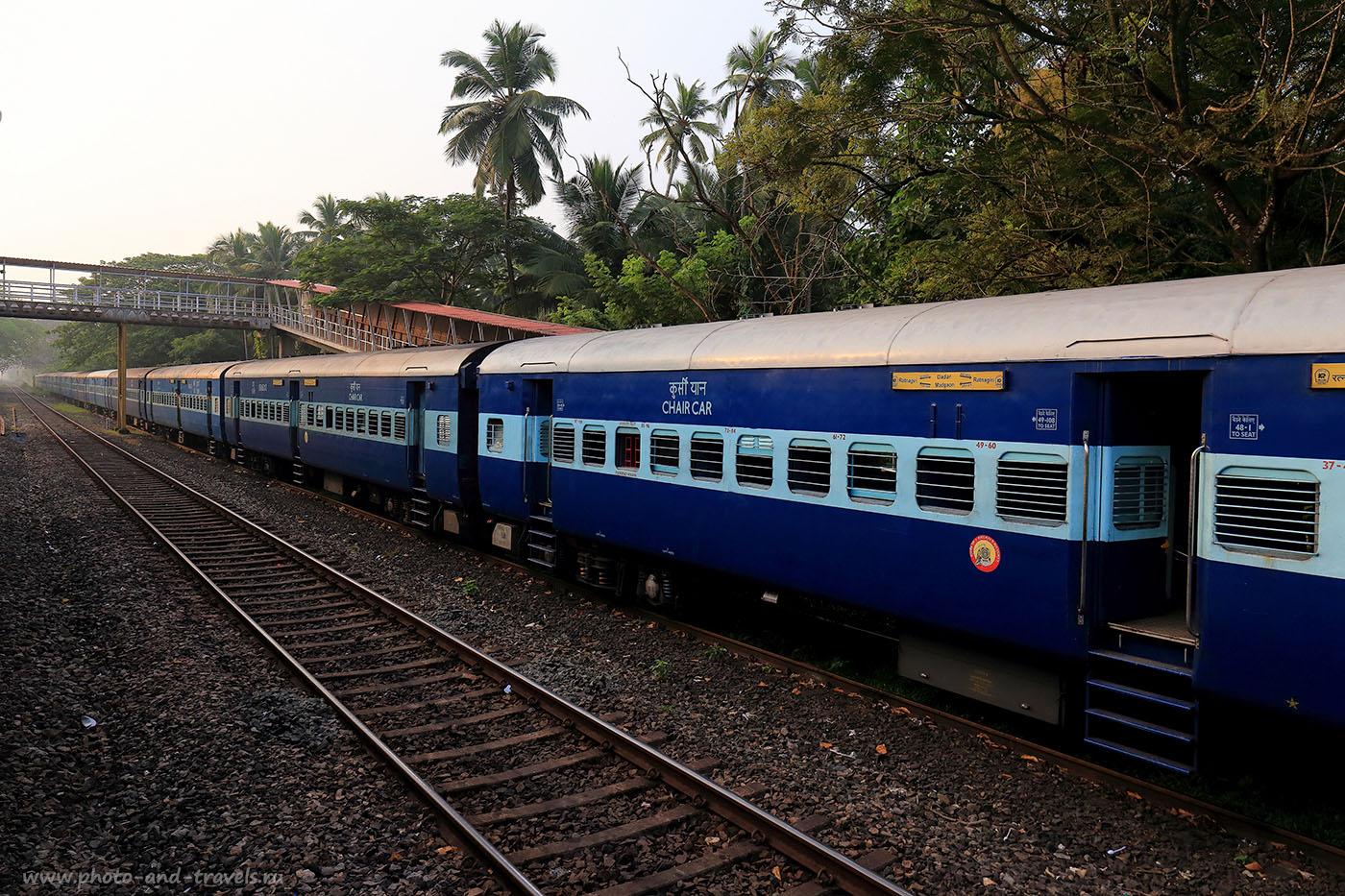 Фото 10. Поезд на путях. Отзыв о самостоятельных экскурсиях в Индии. (24-70, 1/800, -1eV, f7/1, 26mm, ISO 500)