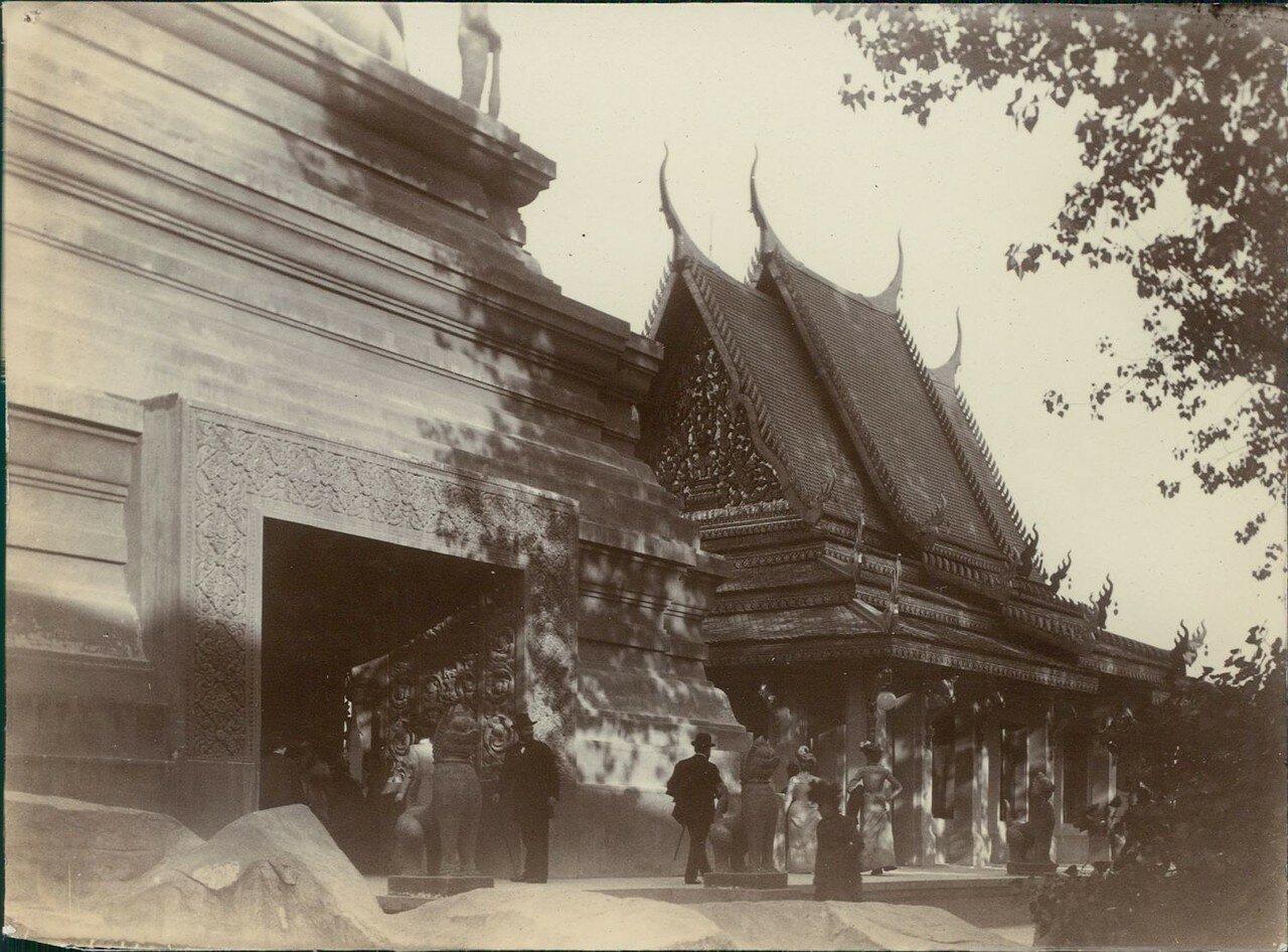 Павильон Камбоджи. Вход в кхмерский храм