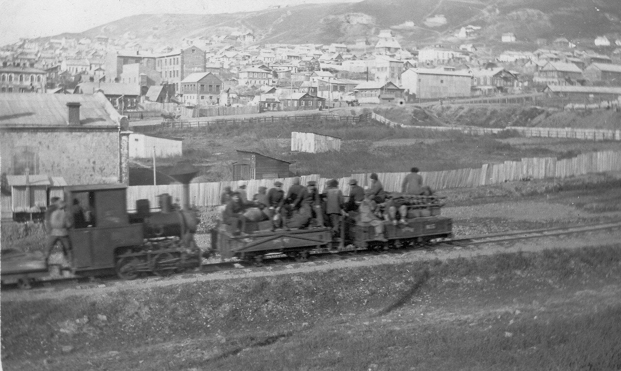 Узкоколейная железная дорога морского ведомства, соединявшая минно-артиллерийский городок с военным портом