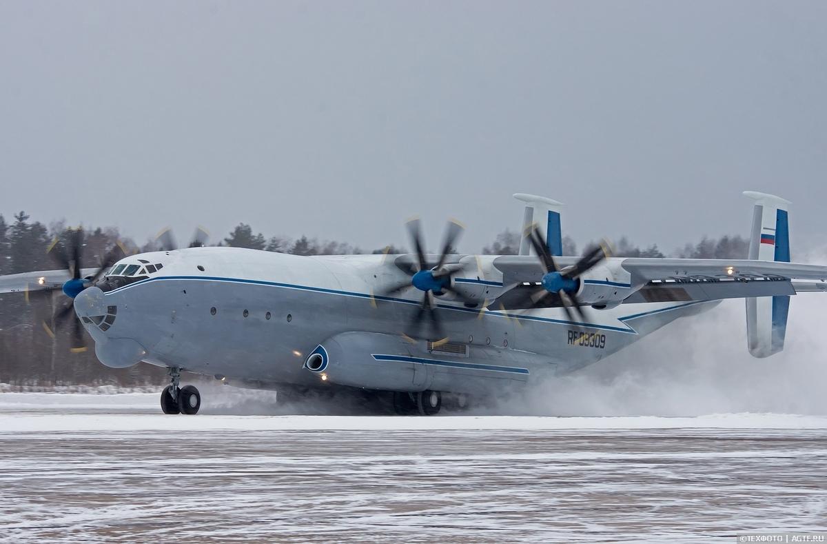 Полеты Военно-транспортной авиации с грунтового аэродрома в Мигалово