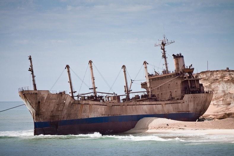 0 182bfb 9771abfb orig - На мели: фото брошенных кораблей