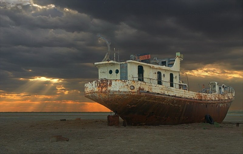 0 182bff ce5be5d9 orig - На мели: фото брошенных кораблей