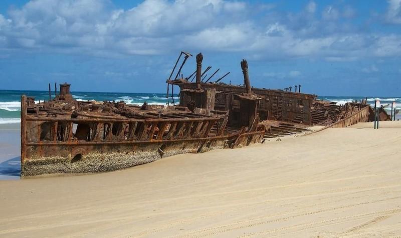 0 182c06 1844df12 orig - На мели: фото брошенных кораблей