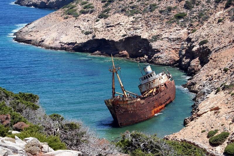 0 182c10 6b36c505 orig - На мели: фото брошенных кораблей