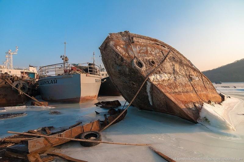 0 182c15 c8abf4e5 orig - На мели: фото брошенных кораблей