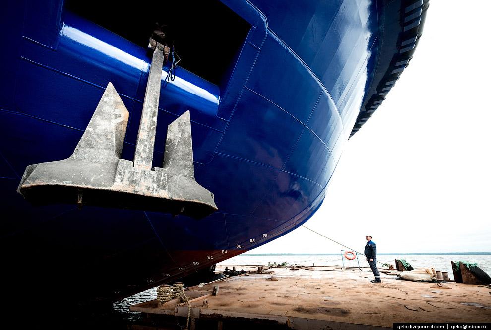 28. За 68 лет верфь построила 210 судов различного назначения, 9 морских буровых платформ и 105 моду