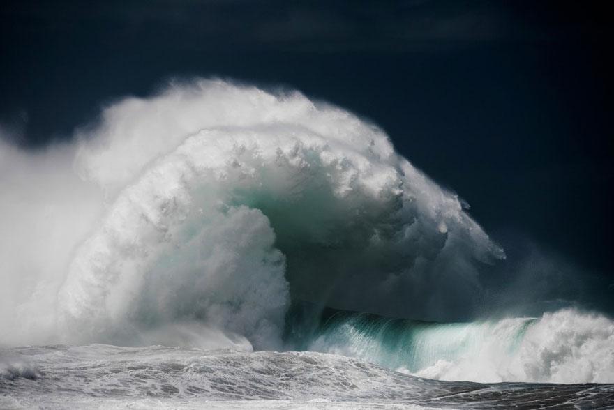 Величественная мощь океанских волн в фотографиях Люка Шадболта