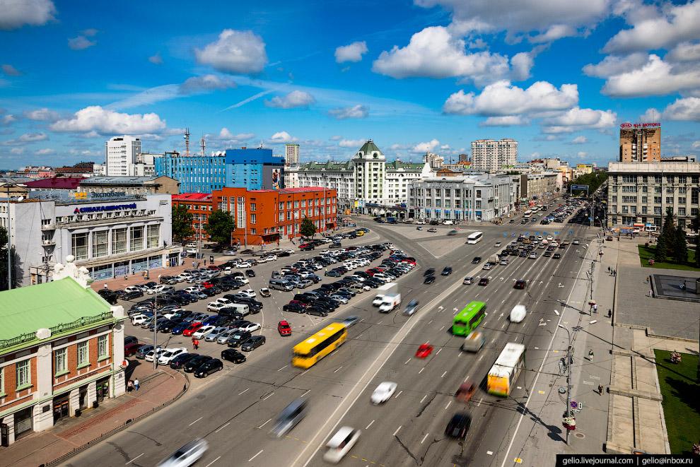 10. На площади Ленина проходят главные официальные торжества и массовые мероприятия.