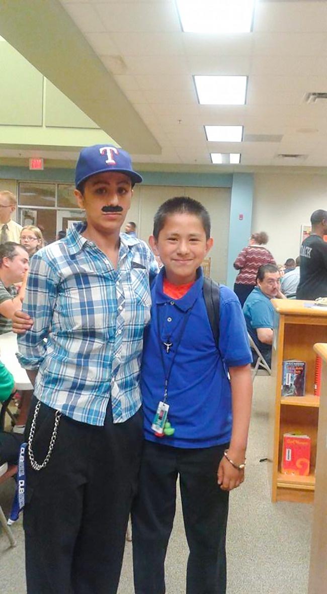 Иветт Васкес (Yevette Vasquez) живет в штате Техас и воспитывает троих сыновей. Она как обычно подве
