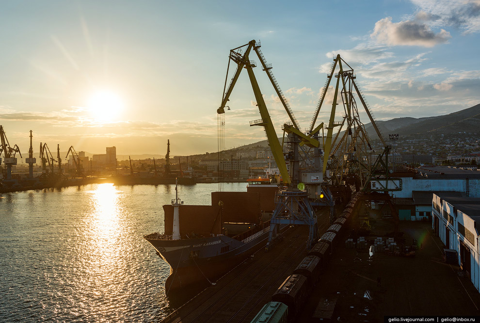 29. Работа порта никогда не останавливается, погрузочно-разгрузочные работы и швартовые операции в п