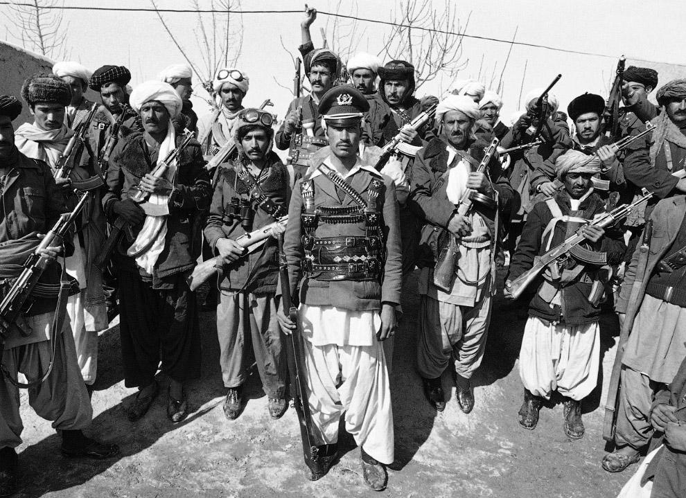 5. Мусульманские повстанцы с АК-47, 15 февраля 1980. Несмотря на присутствие советских и афганских п