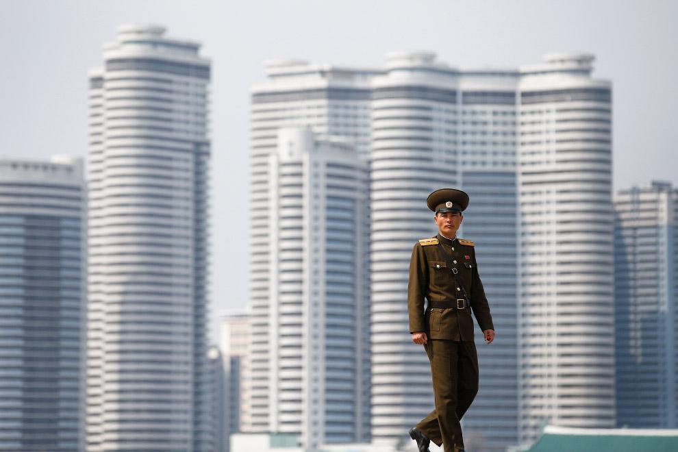 13. Еще один снимок Монумента основания Трудовой партии Кореи. Монумент представляет собой сооружени