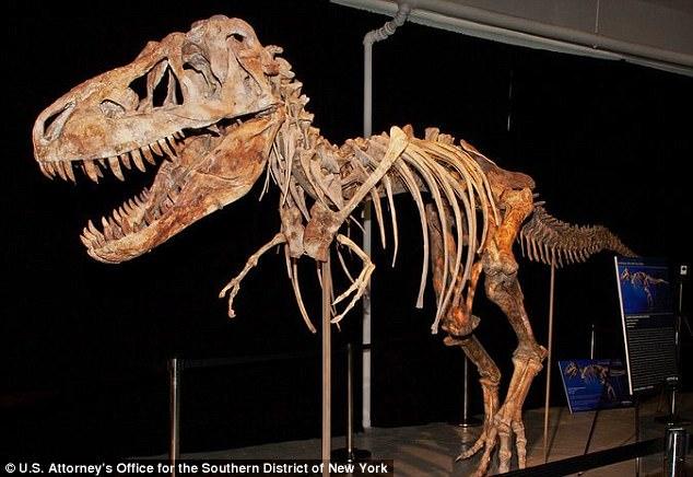 Череп динозавра   Очевидно, большой любитель истории, Кейдж купил череп динозав
