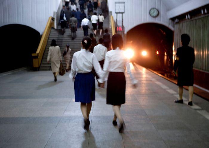 Метрополитен Северной Кореи считается самым глубоким в мире, поскольку его проектировали не только к