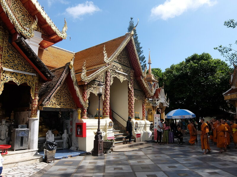 Чиангмай - Дой Сутхеп - Вход в храм