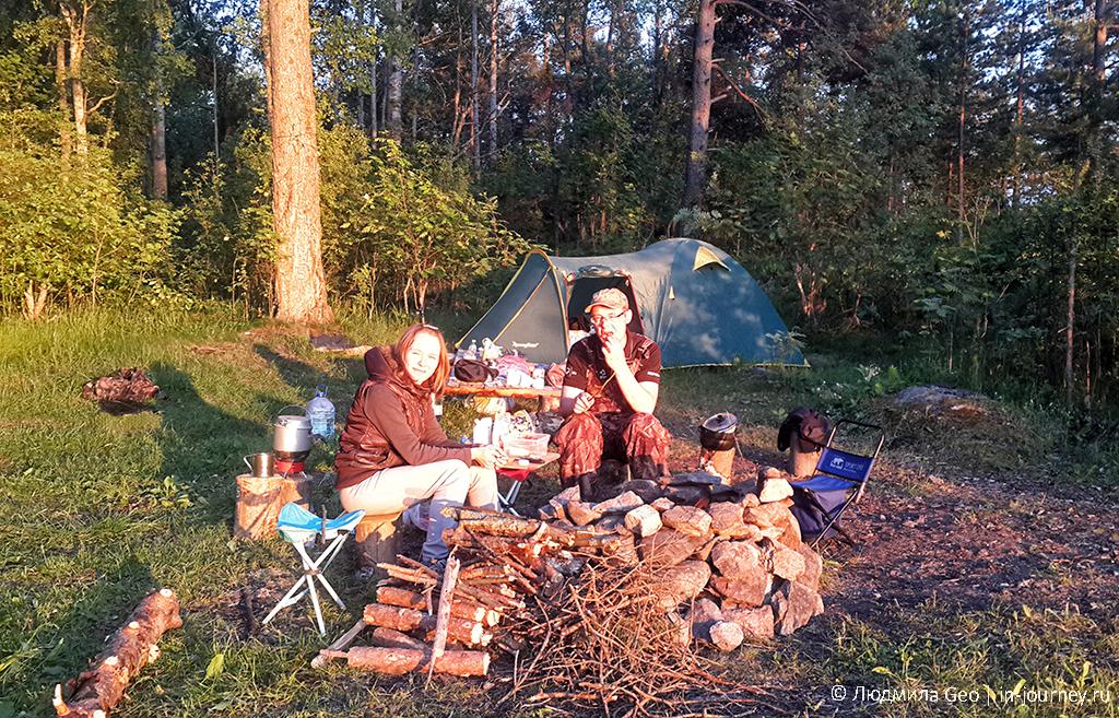 стоянка с палатками на Ладожских шхерах