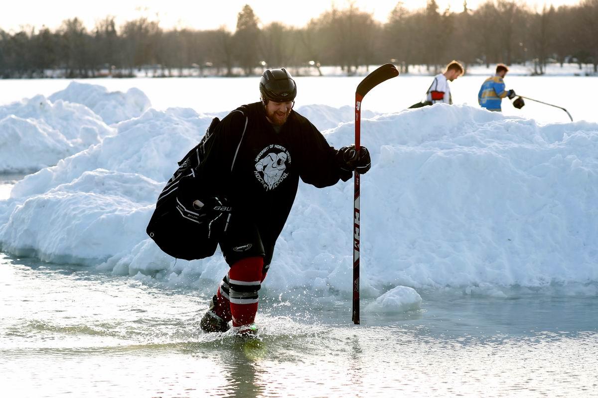 Зима в этом году почему-то опять не задалась: Водный американский хоккей