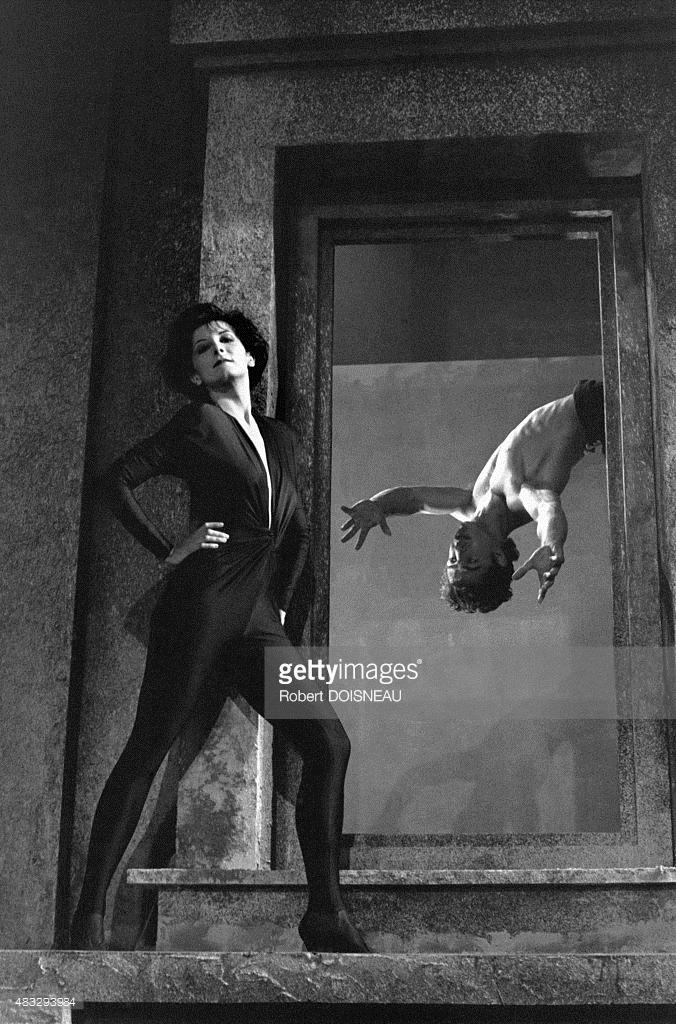 1989. Французский танцор Валентин Пети на сцене.jpg