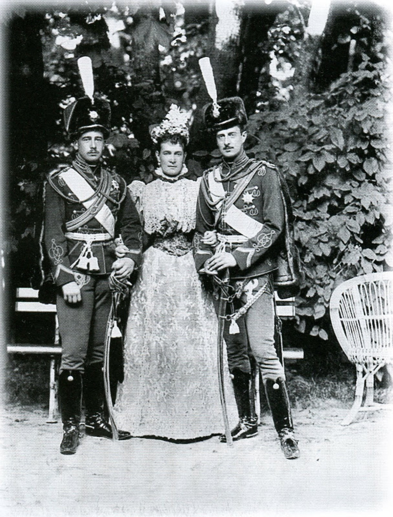 1900-е. Великая княгиня Мария Павловна с сыновьями Кириллом и Борисом