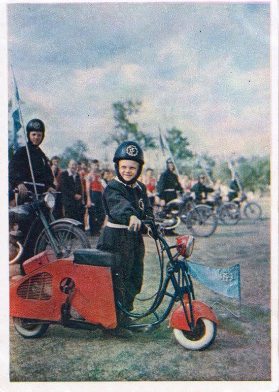 Открытка Юный мотоциклист, 1956, фото В. Туккель..jpg