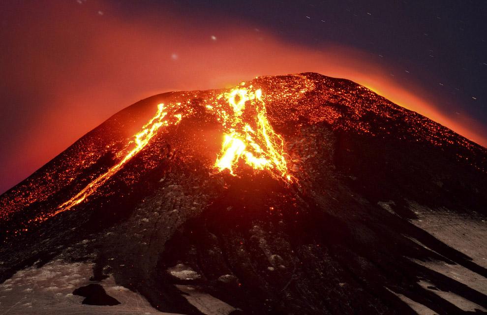 5. Извержения фиксировались, начиная с 1558 года. Вулкан покрывает ледник площадью 40 кв.км. В