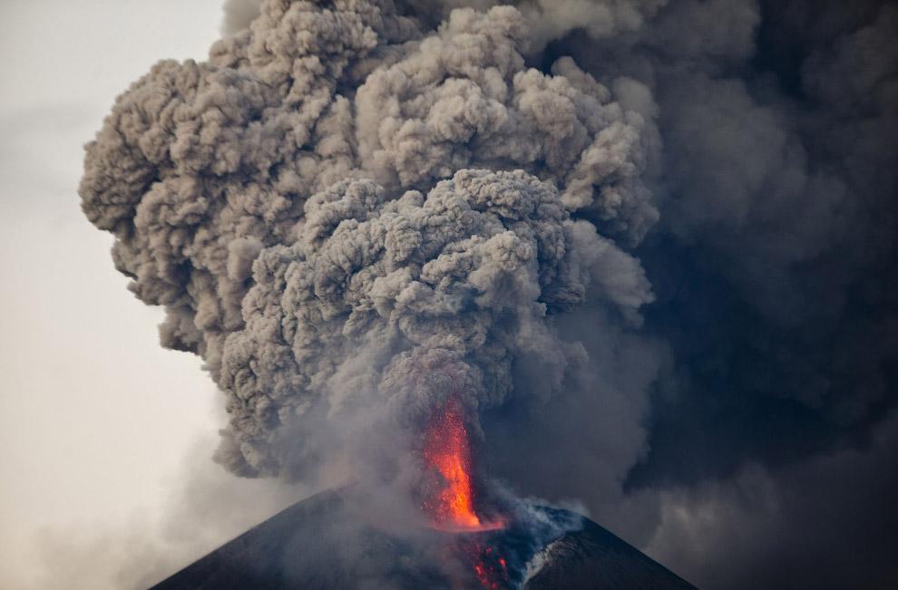 22. Вулкан Колима на западе Мексики . Наиболее активный вулкан страны, извергался более чем 40
