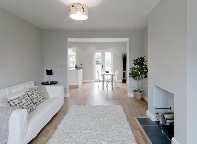 Дизайн интерьера гостиной в светлых оттенках фото 18