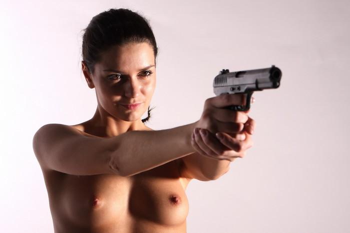 Порно под угрозой оружия