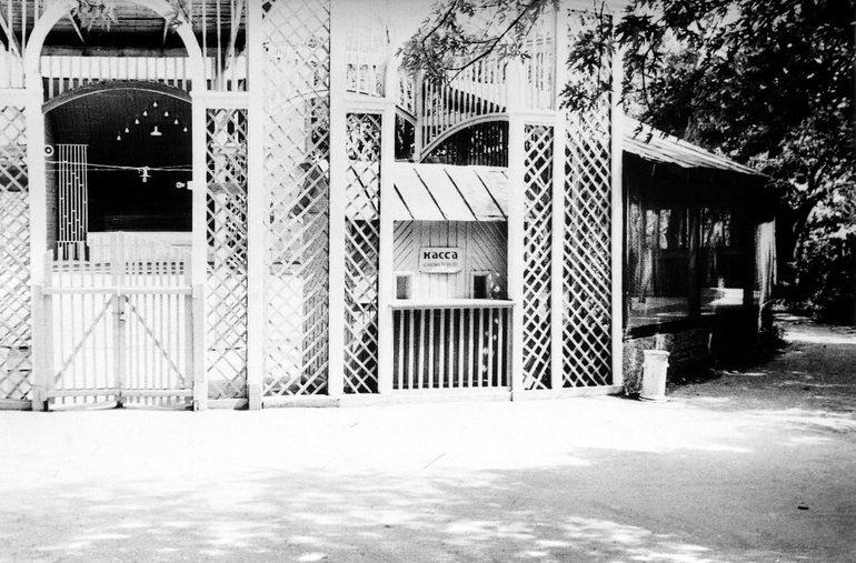 Летняя деревянная танцевальная площадка в Житомире