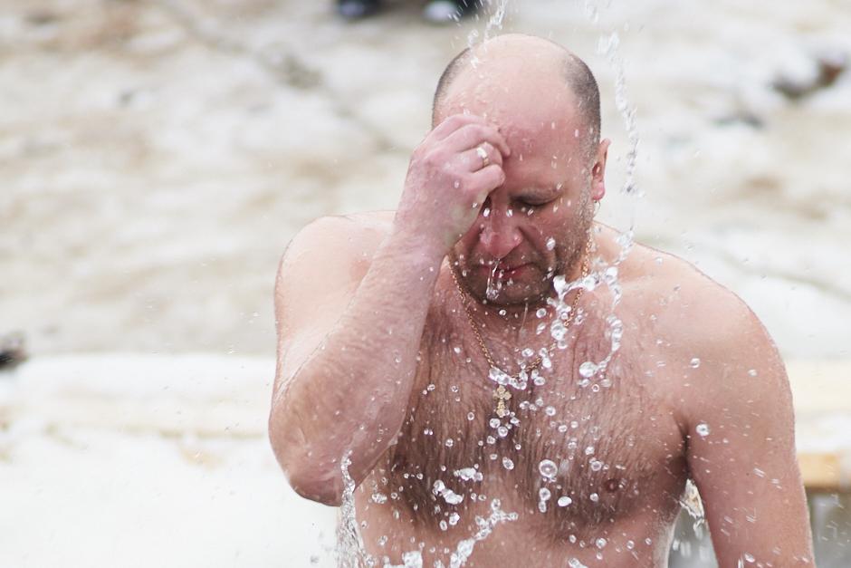 #крещение #петропавловскаякрепость #петропавловка #лед #купания #прорубь #купель #гуляния #зима #питер #санктпетербург #вода #vladbatin #ночь #брызги #объятия #вытирание #полотенце #купальник #портрет