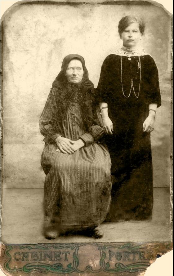 1917. Вера Владимировна Семенова и её мать
