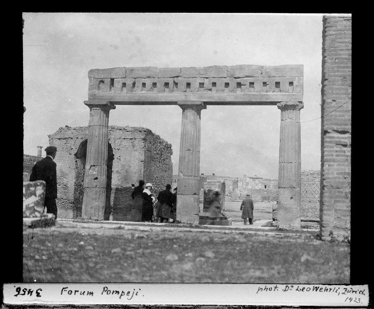 1923. Форум
