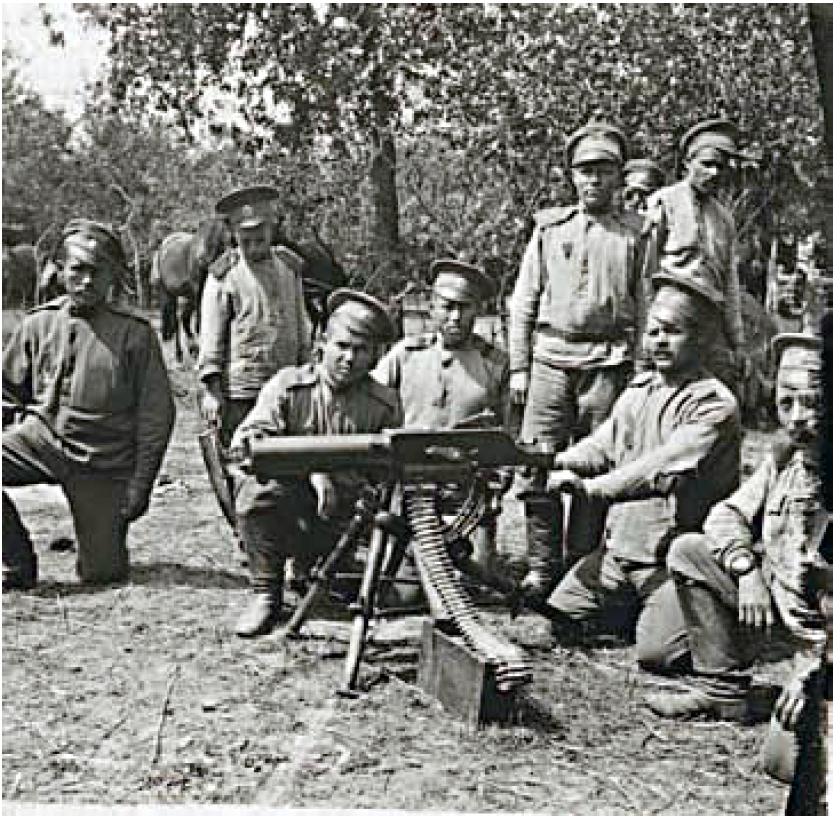 55. 1915. Военнослужащие полка с трофейным австрийским пулемётом «Schwarzlose» образца 1907 года.Лето. Галиция