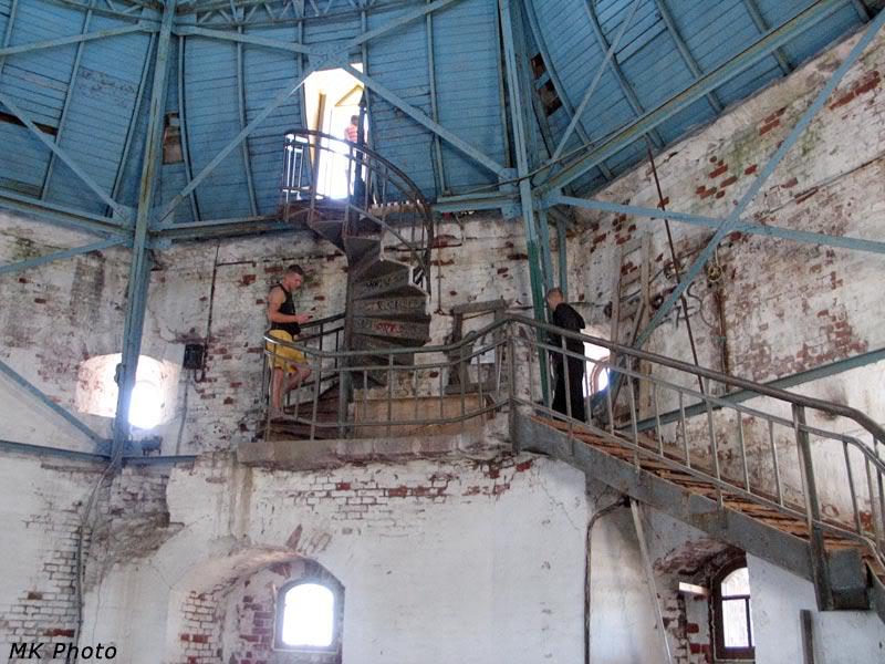 Лестница к смотровой площадке, что вокруг купола башни