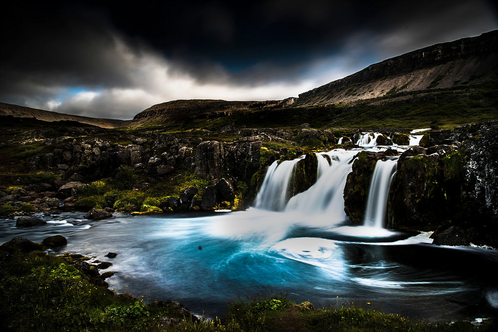 Готы и ледяные пещеры Исландии на снимках Матея Крижа