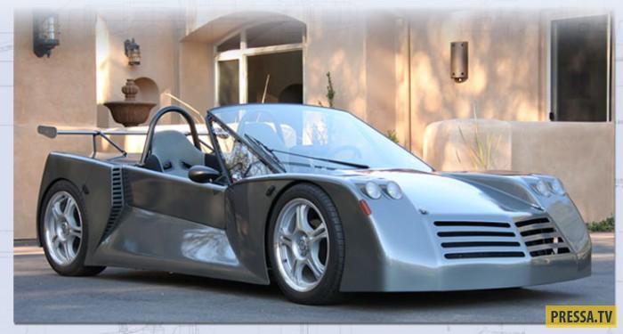 """DeLorean DMC-12 Этот спортивный автомобиль стал легендарным благодаря фильму """"Назад в Будущее"""". Тем"""